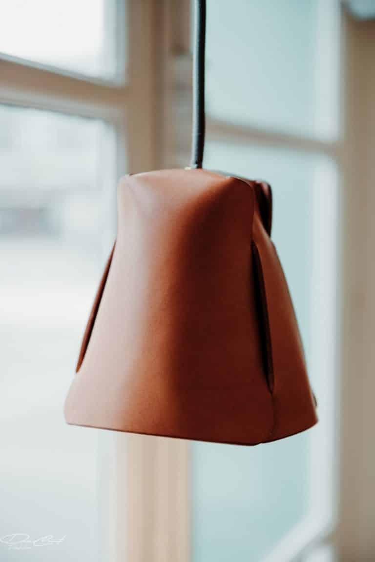 La-Loupiote-lampe-en-cuir-Damien-Béal-