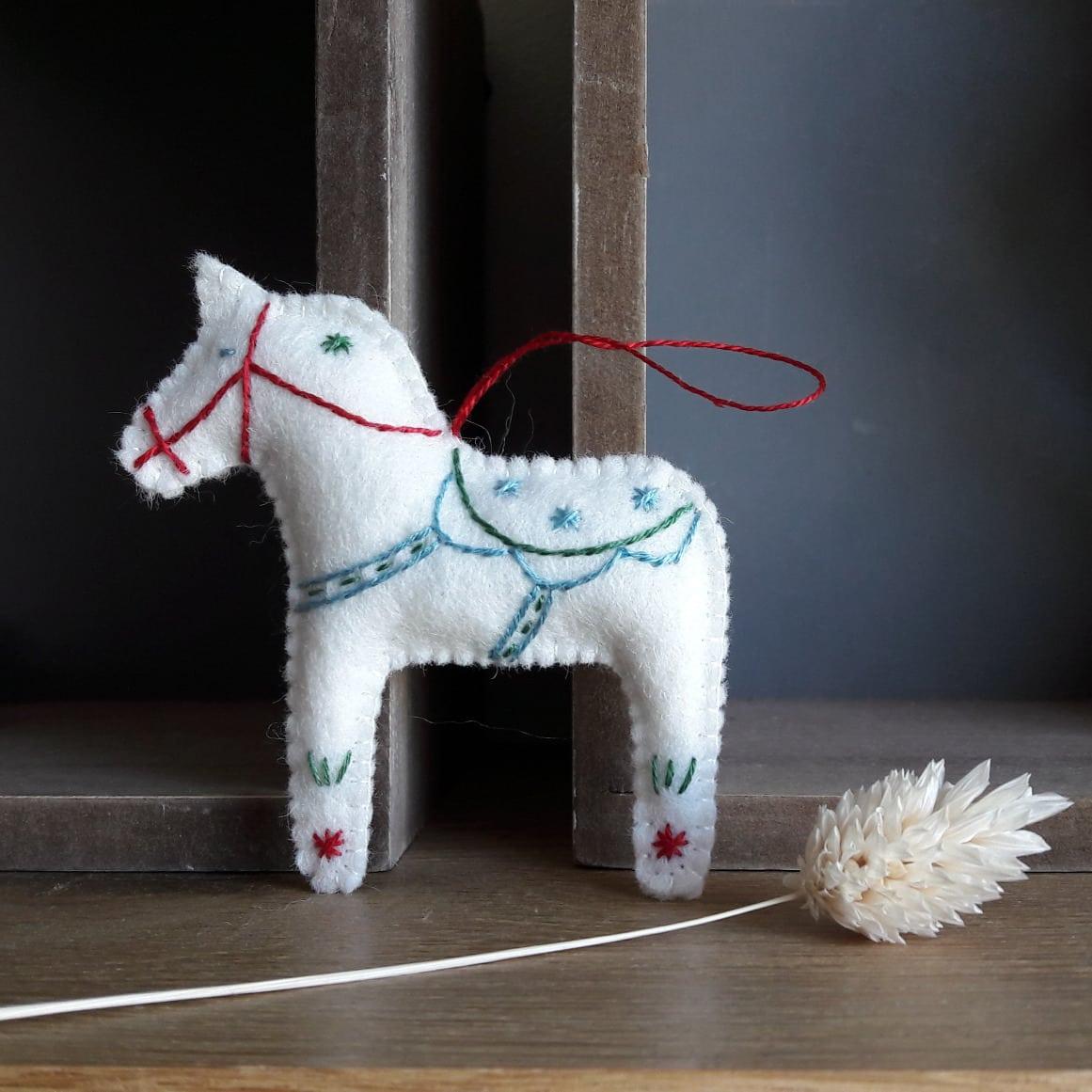 cheval-de-dala-suzani